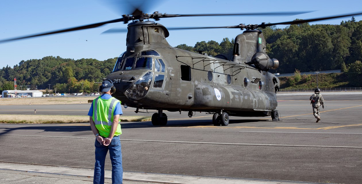 Chinook arrives at Museum 2016